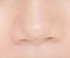 プリクラで盛る方法?を教えて欲しいです。 こんな感じの鼻なんですけど、上手く隠せたりするポージングとか角度ってありますか?