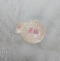 こちら夏帯なのですが両端は縫われている袋帯なのですが裏を見ると西陣織のマークが中に入っております。 虫めがねマークがあると未仕立て品と聞いたことがあるのですがこれは完全に中に入っていて両端が縫われているので仕立て済みになるのでしょうか? 芯は入っていません。 着物に詳しい方教えてください。