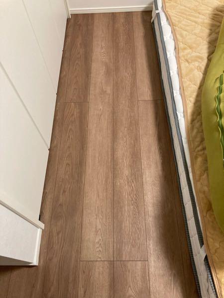 ベッドの隙間を埋めたいのですがこの隙間にあうマットレスみたいなのって何かありますか?誰か対処方法教えてください