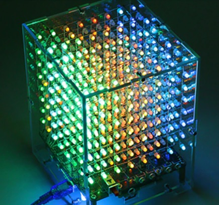 先日,2極のフルカラーLEDを購入しました。3Vのボタン電池につなぐと次々7色(?)に光りとてもきれいなのですが,任意の色を指定して光らせることができないでしょうか? LEDキューブという製品があるのですが,それでは指定の色を光らせているようです。この仕組みについてご存知の方がいらしたら教えてください。