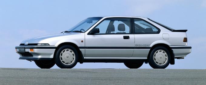 なぜFFの2シーターのスポーツカーてないのですか。 ・・・・・・・・・・・・・・・・・・・・・・・・ よく分からないのですが。 フェアレディZとかスープラとかFRで2シーターのスポーツカーはあり...