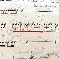吹奏楽部の方に質問です。 パーカッションなのですが先輩方に教えていただいてもここのリズムが分かりません。 わかる方是非教えてください、、