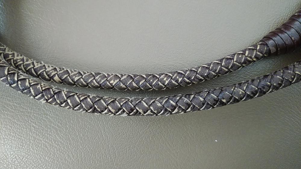 クルミの皮のかごバックを製作中です 画像の持ち手の編み方を教えて下さい