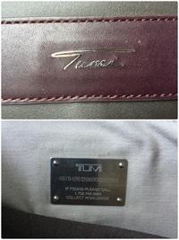 家族からTUMIのレザートートバッグを貰いました。 タグが見たことのないものです。 これは本物でしょうか? トレーサータグはじめて見るものです。メタルプレートです。