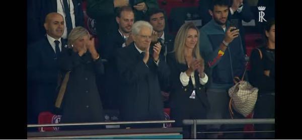 この画像の右の女性は、イタリアの誰なんですか?