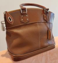 ルイヴィトンのバッグについて こちらのバッグの名前は何というのでしょうか? 教えてください。