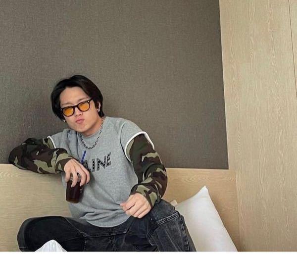 こんばんは☺︎ K-POPアイドルについて聞きたい事があります。 iKON のBOBBYが公式Instagramでは他の写真をあげていましたが、どこかで本人がこちらの写真をアップしたようです。 バビにはInstagram以外にも本人が運営しているSNSがありますか?? 韓国のサイトなどでもいいので教えていただきたいです。