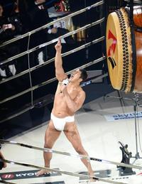東京五輪の開幕式は高田延彦さんの出てこいやで選手入場してきて、プライドのテーマ曲が流れたら最高の演出ですか?