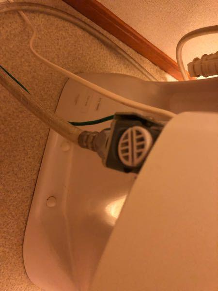 トイレのこれはなんですか? 座るとウィーンと音が出ますが、それとともに悪臭を撒き散らします。掃除方法も教えていただきたいです。