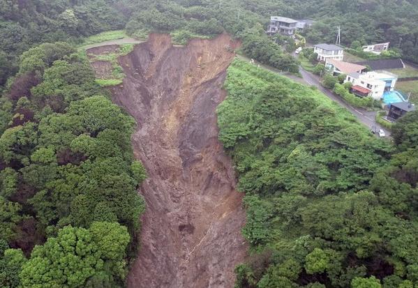 どうして日本は、熱海で土砂崩れを起こした産廃業者に好き放題される情けない国に成り下がってしまったのですか?