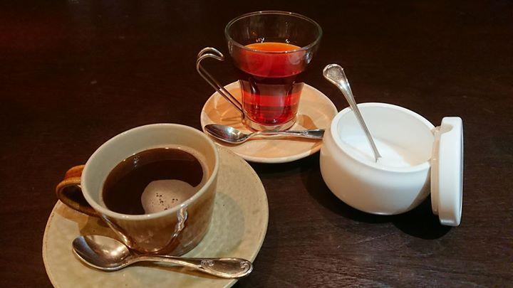 ランチを注文したら、食後に珈琲か紅茶が無料で付いていました。 どちらを選びますか?