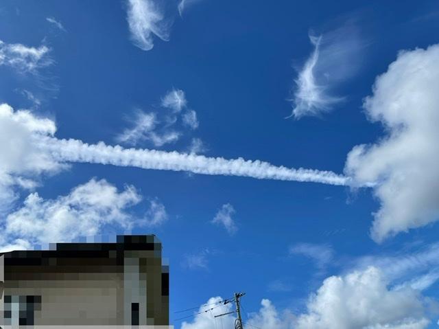 朝このような太い1本の長い雲があったのですが 地震雲とかでしょうか?