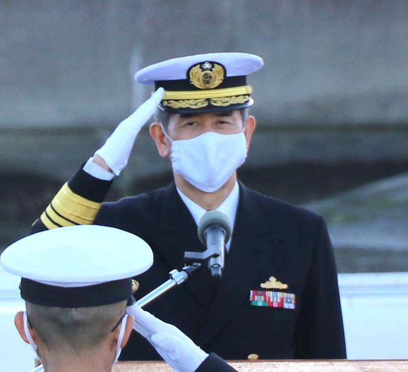 海上自衛隊の総監について 防衛記念章がコンパクトだな…と思ったら【賞詞】が無いです!! これってわざと取り外しているのでしょうか? 将官クラスともなれば、2級や3級はザラにあると思うのですが……