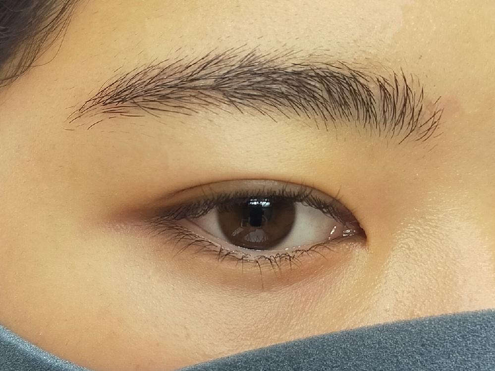 私の眉毛は濃いのですが、 ペンシルとかパウダーを使わない方がいいのでしょうか? あと、一応眉メイクはしているのですが、 やめておいた方がいいでしょうか?