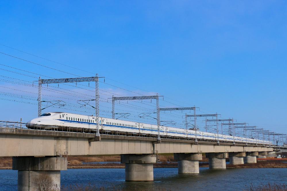 NHK「おかあさんといっしょ」の列車ソングについて。 「ぼくらのロコモーション」と「新幹線でゴー!ゴ・ゴー!」の2曲で、 皆さんは、どっちが人気だと思いますか? 分かる方は、お願いします。