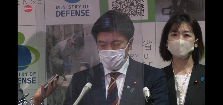 この中山防衛副大臣の後ろに立っている女性はどなたでしょうか?