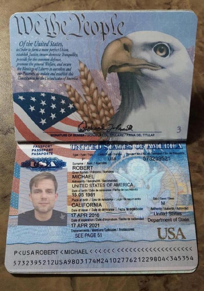アメリカのパスポートについて Instagramで知り合った人が送ってきたパスポート写真ですが、これは本物ですか? 発行日と最終有効日の日付が同じになっていますが、こうゆう場合も有り得るのでしょうか? また、彼は医師で身分証明書を持っているので、コロナ禍でもどこの国でも行けると言っていますが、本当でしょうか?