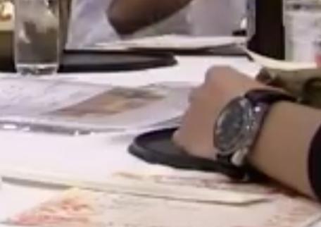 腕時計の特定をお願いします。 画質が悪くてすみません。 メーカー等、詳細お分かりの方ご回答宜しくお願いいたします。