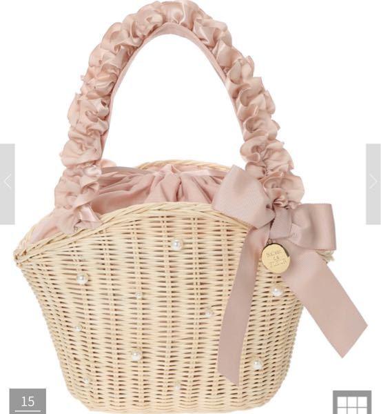 こちらの、Maison de FLEURのかごバッグにイニシャルチャームを付けるとしたら何色だとが合うと思いますか? イニシャルチャームもMaison de FLEURのものです。