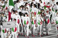 東京五輪開会式でのイタリア選手団のユニフォームには感激しましたよね?!  日本の日の丸をモチーフにしてくれた衣装に感謝の気持ちになりましたよね??