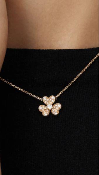 ヴァンクリーフ&アーペルのフリヴォル、ダイヤありとダイヤなしではどっちがいいと思いますか? 鏡面仕上げがいいか、ダイヤがいいか…。