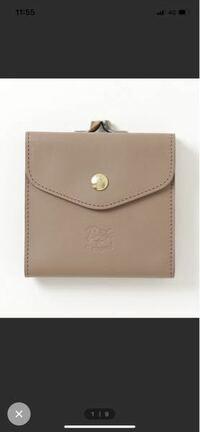 イルビゾンテのグレーベージュの財布を買ったんですが、使う前にオイルで拭いた方が良いのでしょうか?ヌメ以外の色のついた財布のメンテナンスが同じで良いのかわかりません...。