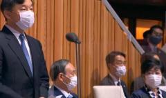 オリンピック開会式で天皇陛下が開会宣言をしている時に 管総理と都知事がそのまま座っていたことに批判