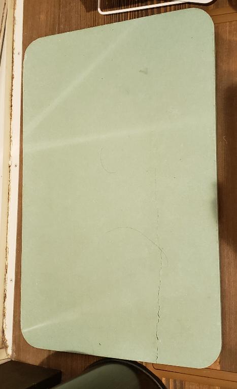この珪藻土バスマットがニトリのかどうか分かる方はいらっしゃいますか? 姉の家にある珪藻土がニトリのものではないかと心配です。 本人たちは全く気にしていないようです。 購入したのは何年も前で買った...