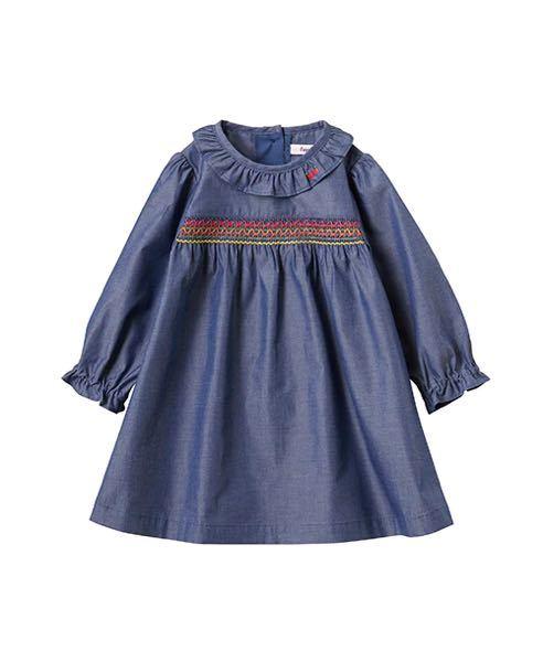 3月生まれの1才4ヶ月の女の子の服のサイズについて 身長76センチ、体重8.6キロ 成長曲線の真ん中くらいです。ただ細いと言われるので見た目は細くみえるみたいです。 秋冬春着れそうな服を購入したいのですが80を買うか90を買うか悩んでいます。 家にある80の服を測ったら袖など余裕があり手が隠れてしまうくらいで丈は丁度でした。 2才過ぎ頃まで着ようと思ったら90がいいのでしょうか。 画像の服なのですが着丈が短くなればチュニックにもなるかなという感じです。