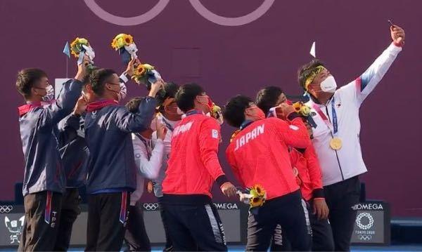 アーチェリー日韓台代表が、記念撮影をしていました。 スポーツは素晴らしいですね。 ほっこりしました。 やはりオリンピックは開催されてよかったですよね?