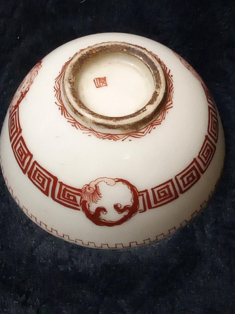 この焼物はどこで作られたどの様な物なのかお分かりの方、ご教示下さい。