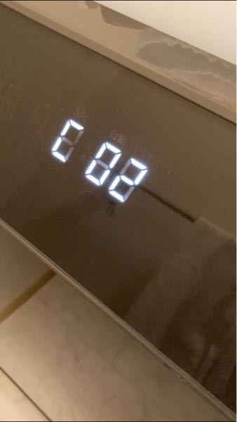 シャープのES-WS13というドラム式洗濯乾燥機を先週購入いたしました。 快調に動いていたのですが、先程電源を入れると「C02」というエラーが出て動きません。 そしてコンセントを抜いても、ドアがロックされたまま開かなくなりました。 説明書を見ても、C02のエラーが何かわかりません。 まだ3、4回しか洗濯していませんし、毎度清掃していました。 どのようなエラーかわかる方いますか? 明日サポートに電話するつもりですが、それまでに自分で解決できないかなと思いました。