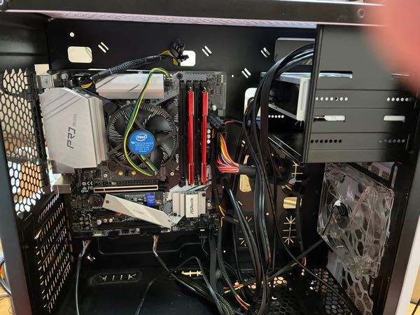 今自作PCを作っているのですがpcが起動しませんどうすればいいですか