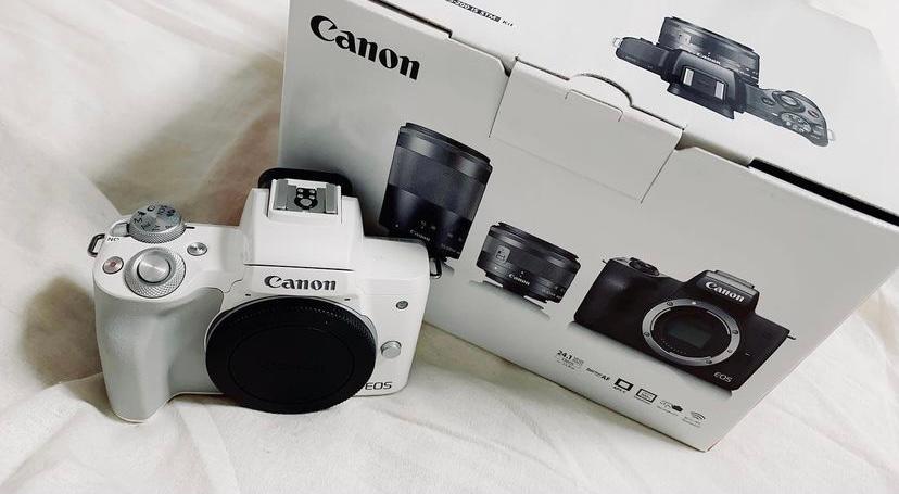 このカメラを買おうか悩んでいるのですが、Canonということしか分からずもっと詳しくわかる方お願いします。出来ればこのカメラの商品名とメリット・デメリットが知りたいです。