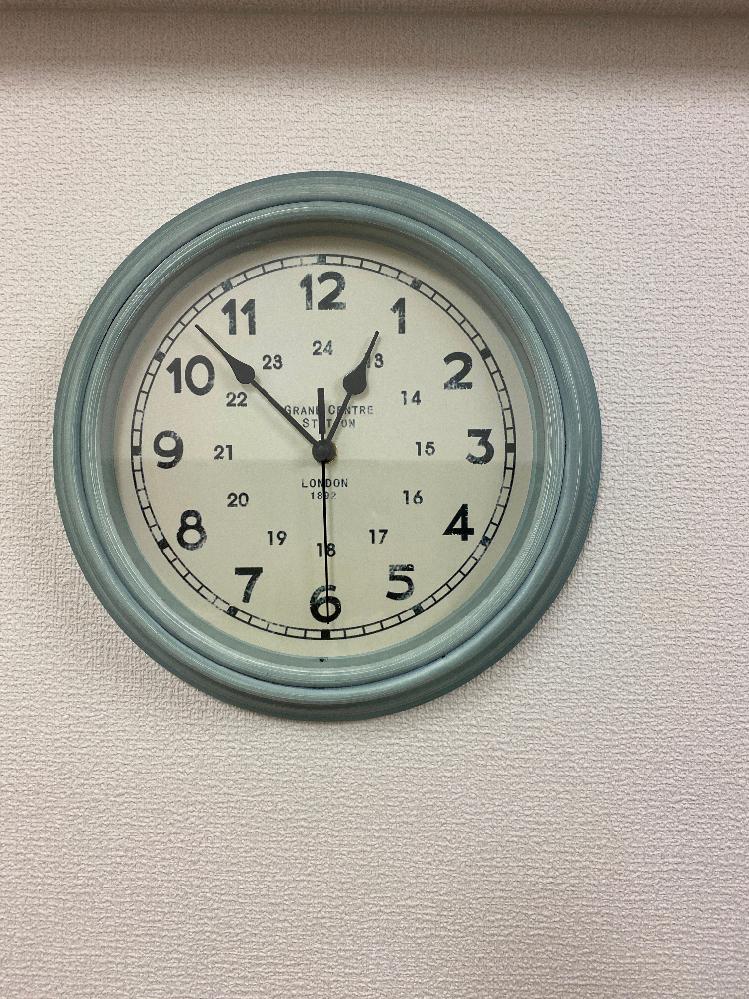 これと全く同じ時計を探しています。 どこかで販売していませんでしょうか?