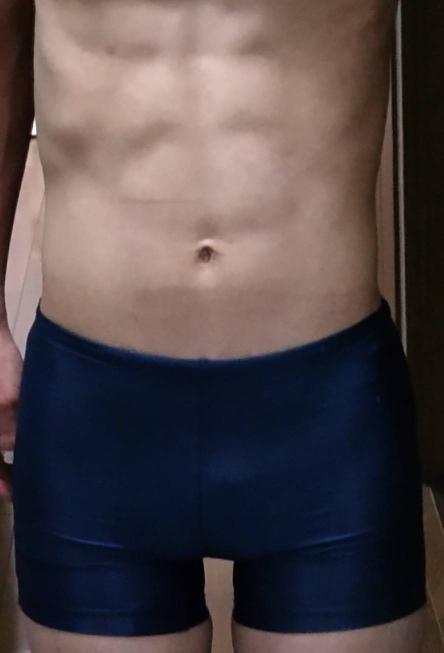 この腹筋はくっきり8パックに見えますか?薄く見えますか?