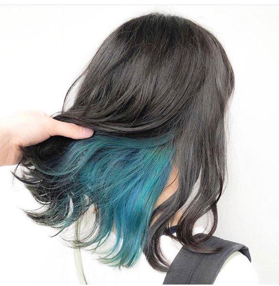 画像のようなカラーにしたいのですが、外側と内側でそれぞれ何回ブリーチをすればこれくらい発色しますか? 現在の髪色はブリーチなしで8トーンくらいです。