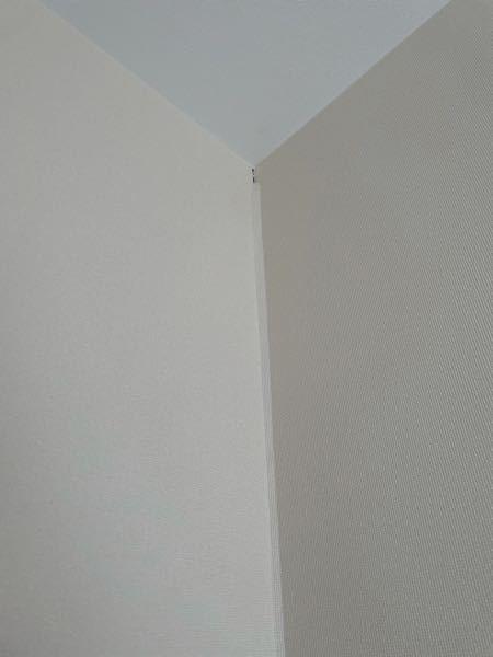 新築アパートに住んで約3年です。 今日ふと見ると壁紙がずれていました。 このような壁紙のずれは退去時に費用がかかるのでしょうか…??