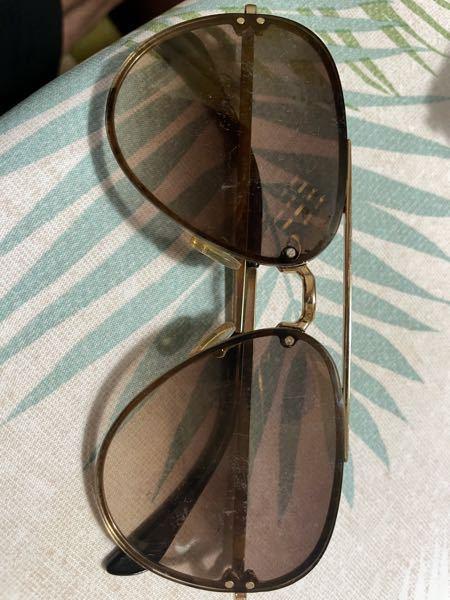 このようなレンズをネジで止めているようなサングラスのレンズ交換は眼鏡屋でやってもらえるのでしょうか