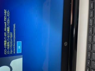 hpのパソコンについてです。 パスワードを入れても添付の画像のようになります。 スマートフォンではMicrosoftに同じアカウント名とパスワードで入れます。 何が原因なのでしょうか? 最初のログイン画面なのでパソコンが開けません。。