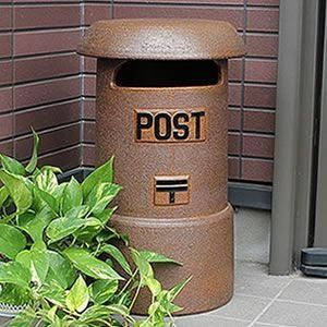 日本語では家庭用も郵便局のものも「ポスト」と呼びますが、英語ではこの二種類のポストを区別する呼び方はあるのですか?