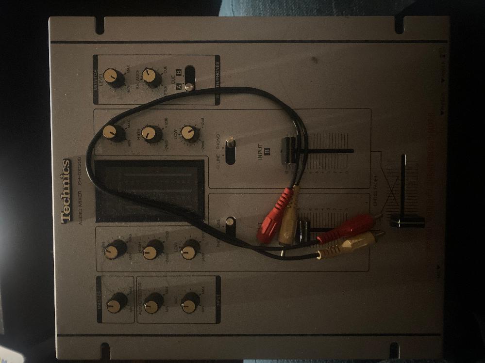 TechnicsのSH-DX1200 AUDIO MIXERはファノイコライザー内蔵されていますか?