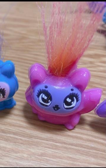 画像のようなおもちゃは何という物なのでしょうか 型に流し入れて作るおもちゃのようなのですが調べてもさっぱり分かりませんでした 教えていただきたいです
