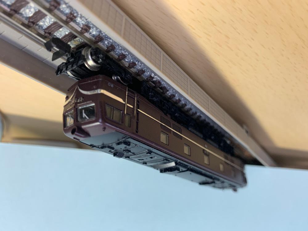 Nゲージに詳しい方、この列車の名前分かりませんか?? EF58ということはわかるんですが、そのEF58にもいろいろな種類があるみたいなんですが、これはどのEF58にあたるのかなど教えていただきたいです。 また、こういった古い車両の修理やメンテナンス等承っていただける店舗をお知りでしたらそちらも教えていただきたいです。