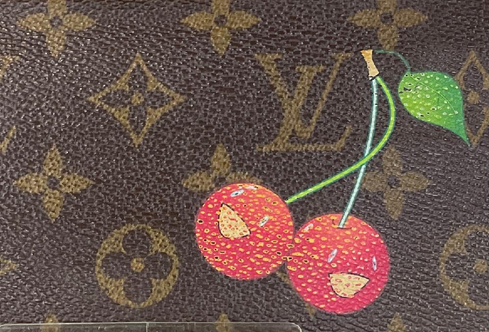 このようなVuittonの財布の イラスト(プリント?)の剥がれは どこで、どのように直すのが良いでしょうか?? (直営店以外の方法で教えてくださると嬉しいです、、)