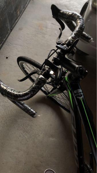 ハンドルの真ん中に補助ブレーキとシフトレバーが着いてるんですけど、将来的には 補助ブレーキを無くして、シフトレバーとブレーキを一緒にしようと思うんですけど、可能ですか? 可能であれば自転車屋で改造(?)してもらうことは可能ですか?