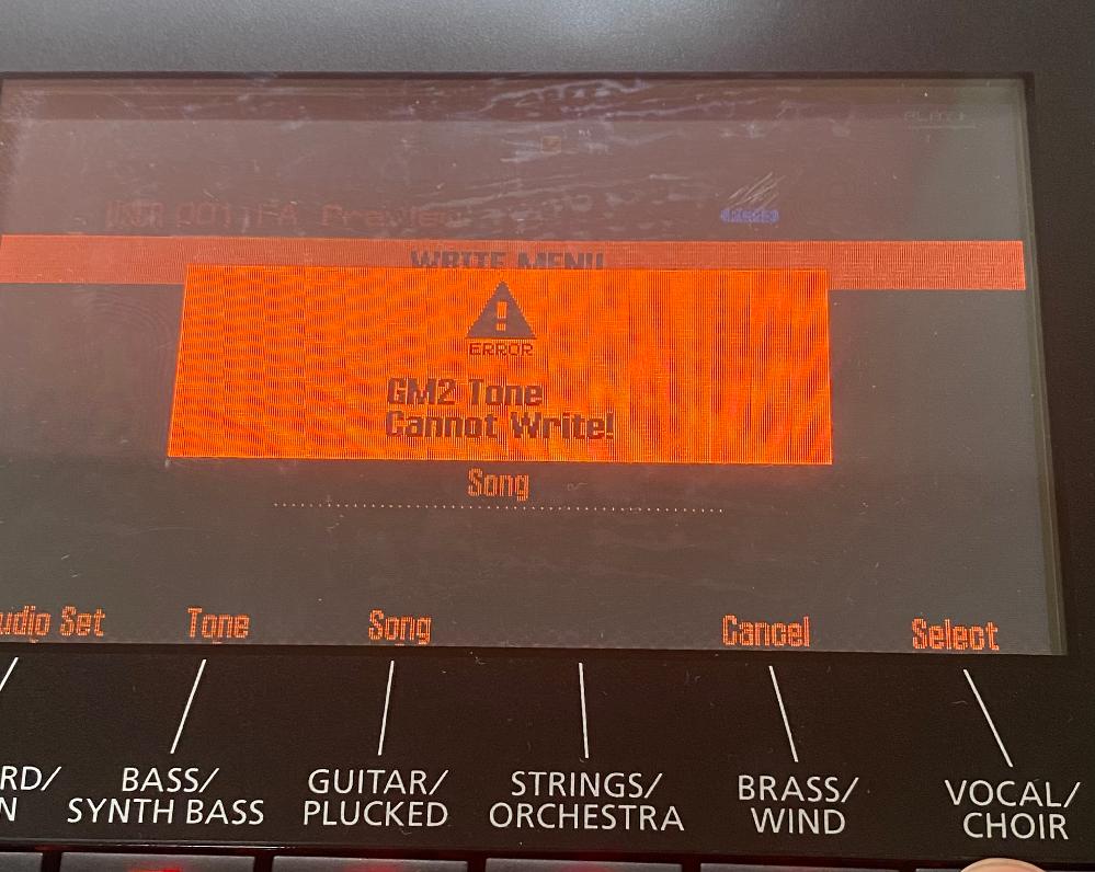 """Rolandのシンセサイザー、FA-06についてです。画像のようにエラーが出てしまうのは何故でしょうか? シーケンサーの録音や打ち込み等が終わった後、音を保存しようと、toneをwriteのボタンを押して保存しようとしたのですが、よく分からないエラー表示が。""""GM2 Tone Cannot write""""とありますが、このようになった時の対処法を教えてください!"""