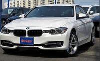 BMWセダンのスポーツって、普通のと何が違うんですか? またMスポーツとは別物ですか?ホイールやハンドルにMスポのマークなかったので。 ちなみに1つ前の型です。(写真の形)