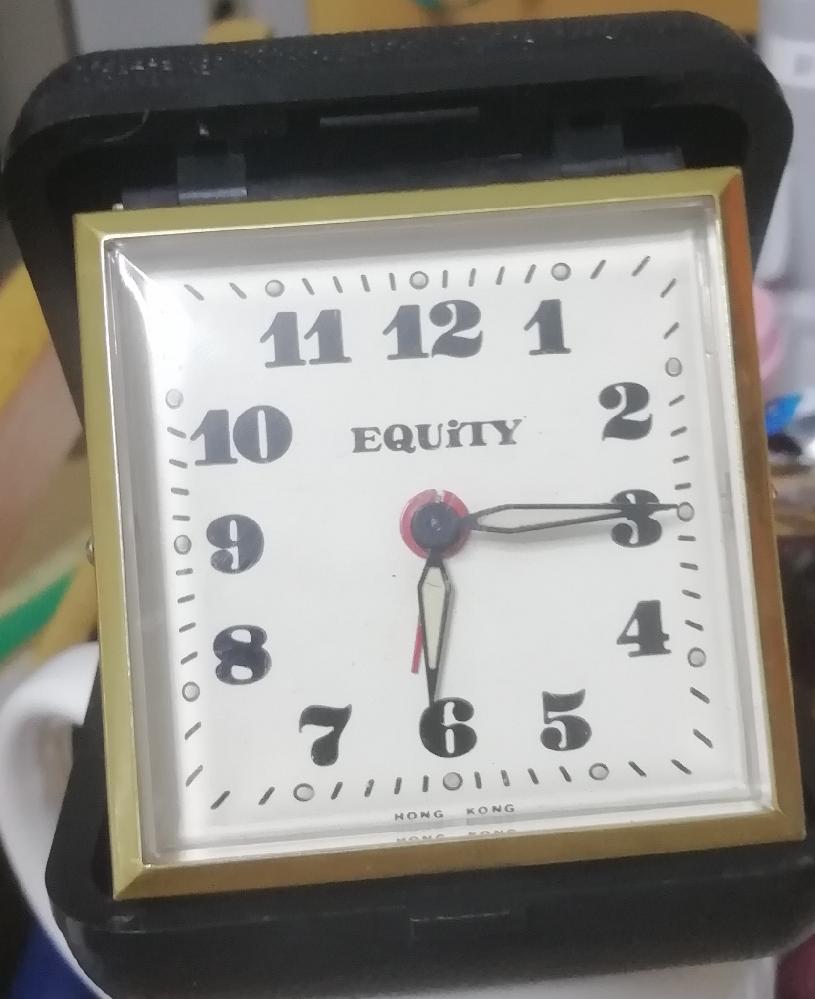 この折りたたみ時計 トラベルウォッチ どこのメーカーか わかりますか? 品物は50年前の物です