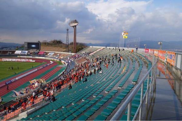 ニンジニアスタジアムの所在地、収容人数は? 愛媛県総合運動公園、愛媛FCのホーム